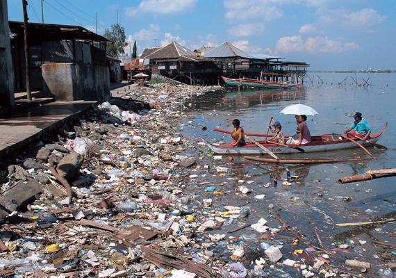 Iszlamabadban, Pakisztánban a tavak és folyók állapotán látszik a szennyezettség valódi mértéke, egyes helyeken a víz egészen sötétbarna - azt szokták rá mondani, olyan barna, mint az a WC, ami egy éve nincs lehúzva. Nem egy szép asszociáció, de igaz.