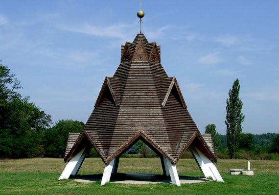Az ország közepe hivatalosan Pusztavacs község területén található. Kattints ide, és nézz meg még több képet a településről!