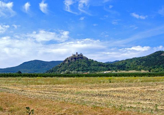 Az ország legészakibb falvának Füzér község számít. A képen híres vára látható.