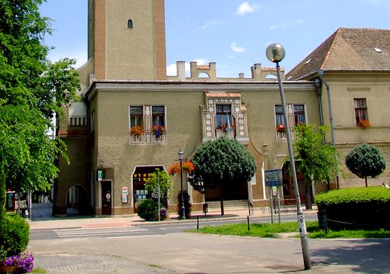 Kiskunhalas világhírű csipkéje és Csipkemúzeuma mellett arról is ismert, hogy itt jegyezték fel a valaha mért legmagasabb hőmérsékletet Magyarországon: 41,9°C-ot 2007. július 20-án.