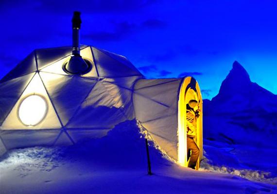 Iglufalu Svájcban                         Nem kell az Északi-sarkra utaznod, hogy kipróbálhasd milyen igluban lakni pár napig. A svájci Stansstad közelében ugyanis felépítettek egy iglufalut, amely december 25-től várja a vendégeket. Ha igazán különleges helyszínen szeretnél szilveszterezni, és jól bírod a hideget, akkor ezt a helyszínt neked találták ki!