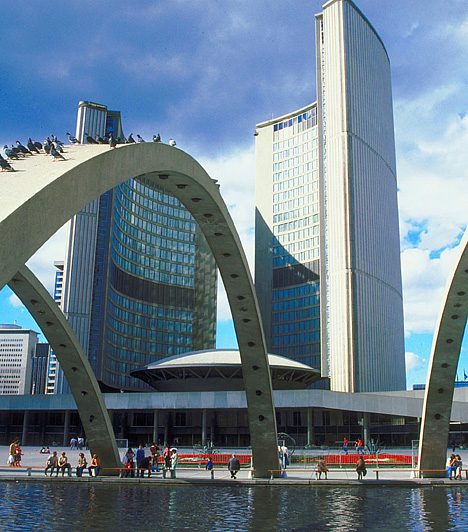 Toronto, KanadaKanada legnagyobb városa valódi világváros, egyben a bolygó egyik legmultikulturálisabb városa, mely csaknem száz nációnak ad otthont. Ha itt jársz, elsőként vedd célba az 553 méter magas CN Towert, ahonnan páratlan kilátás nyílik a városra.