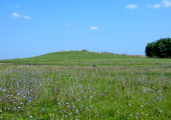 A Hortobágyi Nemzeti Park területén található Szálka-halomról úgy tartják, eredetileg kultikus és temetkezési helyként funkcionált, később azonban megfigyelőpontként használták.