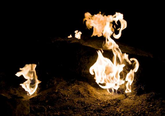 A törökországi Olympos-hegy - a törökök ezt tartják az igazi Olymposnak, nem a görög magaslatot - kétezer éve áll lángokban, nem véletlen, hogy egykor úgy tartották, itt él a híres mitológiai szörny, a kiméra.