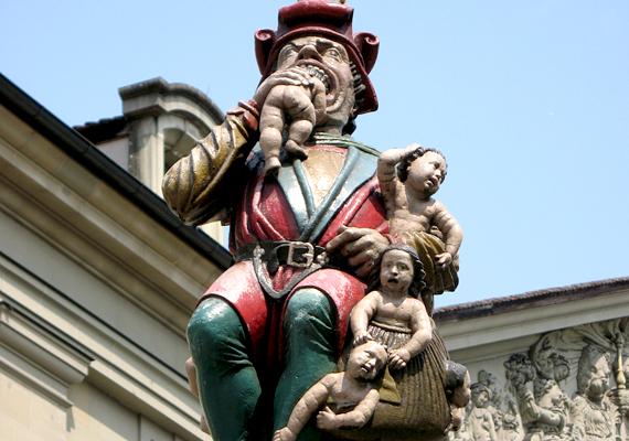 A svájci gyermekevő szobor, vagyis a Kindlifresserbrunnen eredeti változatát a 16. században emelték. A furcsa alak az ogre mondákból ismert, és a kicsik ijesztgetésére szolgált.