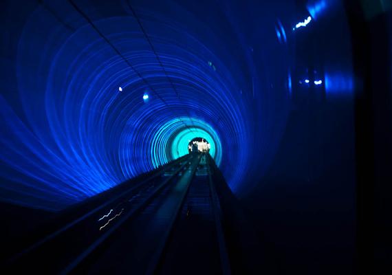 A pszichedelikus fényhatásairól ismert Fényalagút Kínában található, a Huangpu-folyó alatt húzódik. Sok utazó azonban nem szereti, többen is éreztek már rosszullétet, miközben itt tartózkodtak.