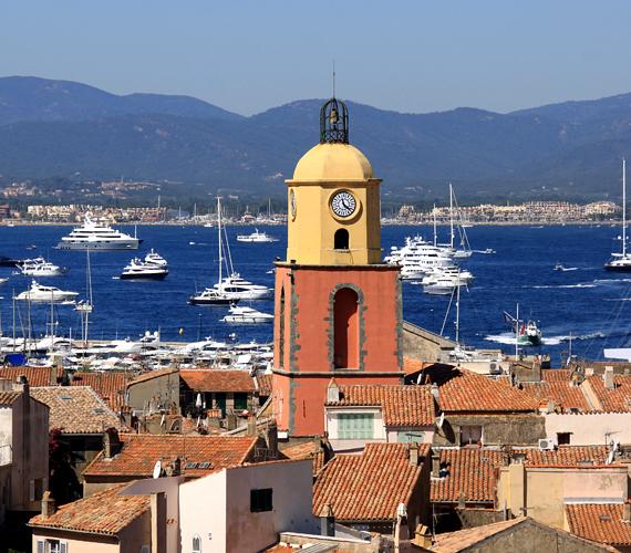 Saint Tropez az egyik legismertebb sztárnyaralóhely, mely többek között Jack Nicholson és Uma Thurman kedvence.