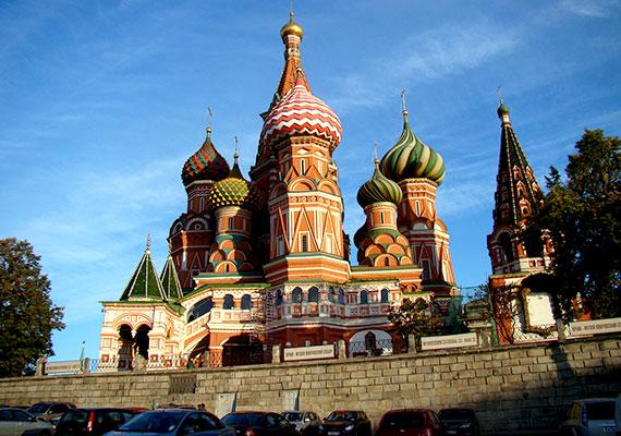 Moszkvában ötször tették el, illetve hétszer adták vissza a tárcát.