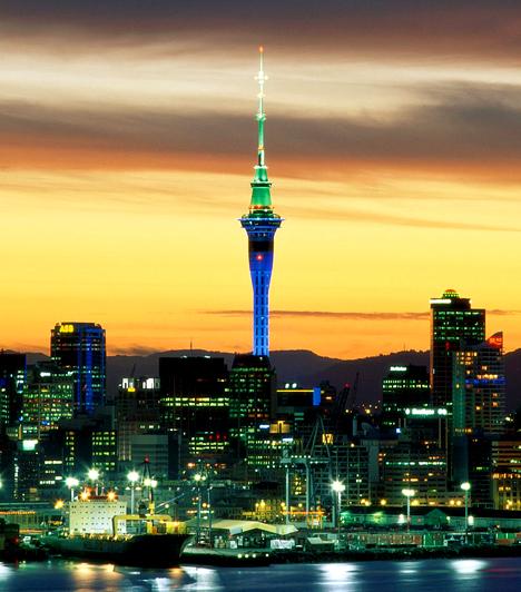 Auckland, Új-Zéland                         Nem véletlen, hogy sokan akarnak Új-Zélandon élni a csendet és nyugalmat keresve. Az Északi-szigeten elhelyezkedő Auckland Új-Zéland legnépesebb települése, melyet a legélhetőbb városokat rangsoroló szinte összes lista előkelő helyen említ.