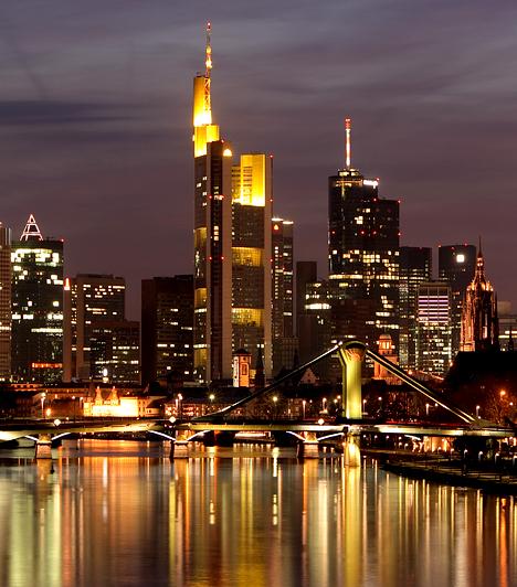 Frankfurt, Németország                         Frankfurt nem csupán Németország tekintetében számít fontos gazdasági központnak, de itt található Európa egyik legnagyobb tőzsdéje is. Nem elhanyagolható szempont, hogy fontos közlekedési csomópont, valamint az Európai Unió egyik leggazdagabb városa.
