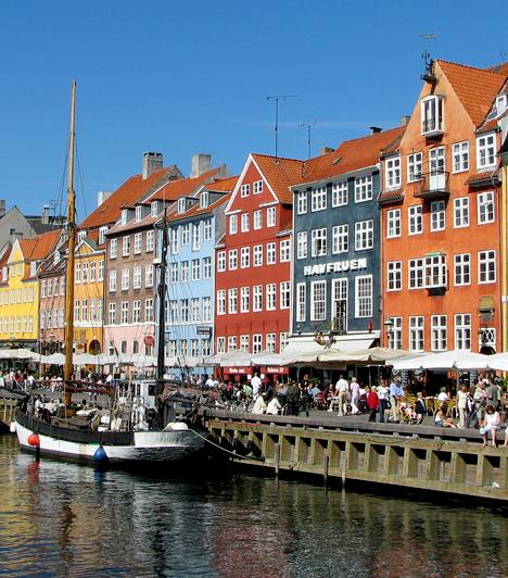 Koppenhága, Dánia  Koppenhága befolyásos gazdasági, kulturális és tudományos központ, egyúttal Skandinávia legnépesebb városa. Történelmi látnivalói miatt is érdemes idelátogatni, emellett nem utolsó szempont, hogy a világ egyik leginkább környezetbarát nagyvárosának tartják.  Kapcsolódó cikk: A világ legcsúnyább városairól is létezik lista »