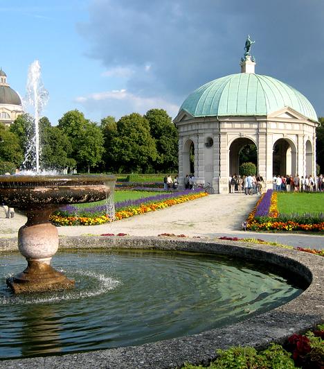 München, Németország  Bajorország fővárosát több mint hárommillióan lakják, emellett igazi multikulturális metropolisz, mely egyesíti magában a történelmet és a modern kor minden vívmányát. Élénk gazdasági környezet jellemzi, és a munkalehetőségek miatt is sokan költöznek ide.  Kapcsolódó galéria: 15 kultikus város a világban »