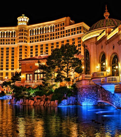 Belaggio Kaszinó, USA  A Las Vegasban található lenyűgöző Belaggio Hotel és Kaszinó Steven Soderbergh filmjében, az Ocean's Elevenben szinte önálló karakterré lép elő. A film szinte összes helyszíne valós, és a néző a Belaggio-t is csaknem olyannak látja, mint az odalátogatók.