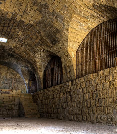 Fort Ricasoli, MáltaA római Colosseumot a rendező, Ridley Scott túl kicsinek találta, hogy a Gladiátor forgatási helyszínéül szolgáljon, így végül a máltai Ricasoli-erőd romjainál - illetve teljes egészében Málta területén - vették fel a film jeleneteit. Itt forgatták továbbá a Tróját is.