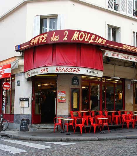Café des Deux Moulins, Franciaország  Bár 2001-ben mutatták be, az Amélie csodálatos élete mára a filmklasszikusok közé tartozik. A film megkapó hangulatához Párizs, azon belül a Montmartre is hozzájárult, ahol érdemes betérni az Amélie munkahelyét megformáló kávézóba is egy konyak és egy créme brulée erejéig.