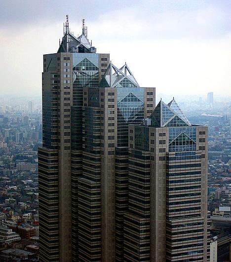 Park Hyatt Tokyo, JapánSofia Coppola 2003-as, Oscar-díjas filmjében, az Elveszett jelentésben, a szállodának, melyben Bob és Charlotte is megszállt, egyúttal az összes belső helyszínnek a tokiói Park Hyatt Tokyo felhőkarcolója adott otthont. A kívülről monumentális, belülről viszont elegáns és stílusos hotel Tokió egyik legnépszerűbb szállodája.