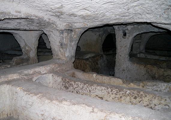 A máltai Rabat katakombáit, a Szent Pál- és Szent Ágota-katakombákat a korai kereszténység ideje alatt használták temetkezőhelyként.