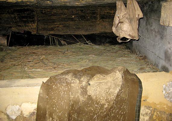 Az ukrajnai, odesszai katakombák három szinten húzódnak a föld alatt. A bányászat révén létrejött alagútrendszert az egyik legkiterjedtebbnek tartják a világon, de híres például arról is, hogy a második világháború során szovjet partizánok búvóhelye volt.