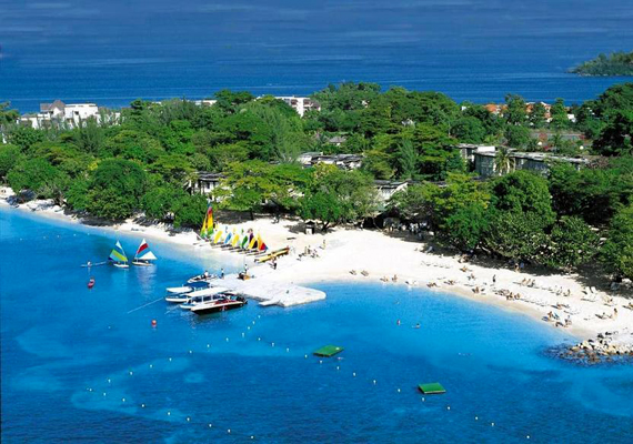 A jamaicai Hedonism II-t sem lehet kihagyni, nem véletlen ugyanis, hogy a naturisták körében a legjobb helyek között is élen jár. Éjszakai élete világhírű, emellett az egyedülállók és a fiatal párok körében is különösen kedvelt úti cél.