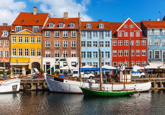 Szempont volt továbbá az is, hogy a nők milyen arányban foglalkoztatottak a magasabb végzettséget igénylő munkahelyeken. Dánia, ahol a munkáltatók egyik legfőbb elve a férfi-női dolgozók egyenlősége, a hetedik helyet kapta a listán. A képen Koppenhága házai láthatók.