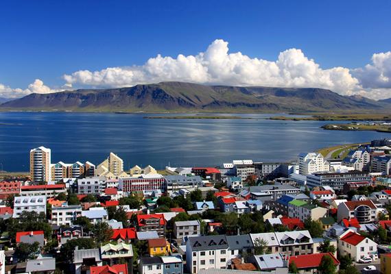 A lista első helyét Izland nyerte el, bár érdemes megjegyezni, hogy ebben az országban még mindig nagyon elkülönülnek egymástól a női és férfifoglalkozások, és a gyereknevelés, háztartásvezetés is még mindig javarészt a nők kezében van. Ugyanakkor ez az az ország is, ahol törvényen kívüliek a sztriptízklubok, és a durva pornó is tiltottnak számít. A képen Reykjavík látható. Nézd meg az izlandi törésvonalat is!