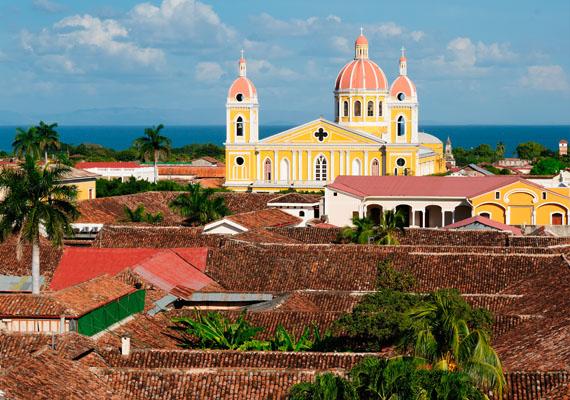 A lista elkészítésekor figyelembe vették például, hogy a nők a különböző országokban mennyi fizetést kapnak. Nicaragua lett a kilencedik ország, ahol egyébként a rendőrségi dolgozók 30%-a nő. A képen Granada óvárosa látható.
