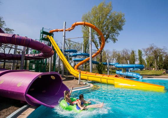 A Margitszigeten található Palatinus strand is bekerült a legjobbak közé, emellett a lap azt sem felejti el megemlíteni, hogy Budapest egyébként is bővelkedik remek fürdőkben és medencékben.