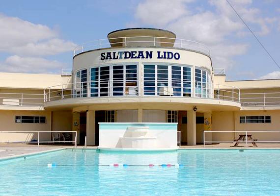A Saltdean Lido Kelet-Sussexben található, bár jelenleg épp zárva tart.