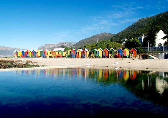 A dél-afrikai, fokvárosi St. James Beach medencéjének vizét az ár-apály ingadozása biztosítja.