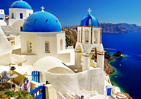 A Durex felmérése szerint a görögök szerelmesednek a legtöbbet. A képen a mesebeli görög sziget, Santorini kék-fehér házai láthatók.