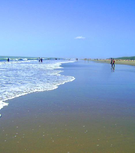 A legnagyobb strand  A világ legnagyobb strandjaként a Guinness Rekordok könyvébe is bekerült a 120 kilométer hosszú, paradicsomi bangladesi partszakasz, a Csittagong városától Mianmarig húzódó Cox's Bazar.