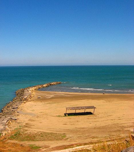A legnagyobb tóAz ázsiai Kaszpi-tenger valójában nem is tenger, hanem tó, mely 371 ezer négyzetkilométeres területének köszönhetően Földünk legnagyobbja.