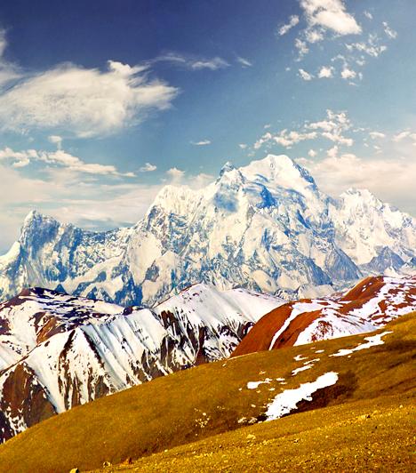 A legmagasabb hegyA Himalája hegység részét képező Mount Everest 8850 méter magas, ráadásul évente négy millimétert nő. Közel háromezren már feljutottak csúcsára, ám a Himalája alacsonyabban fekvő, könnyen megközelíthető területei is számos csodát tartogatnak.Kapcsolódó cikk:A világ 7 lenyűgöző természeti csodája »