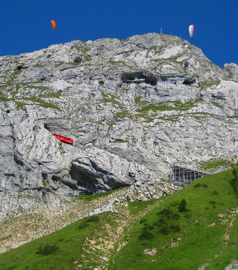 A legmeredekebb fogaskerekű vasútA lélegzetelállító svájci hegyvidéken át robog a világ legmeredekebb fogaskerekű vasútja, a Pilatus-Bahn. Pályájának hossza 4818 méter, legnagyobb emelkedője pedig 48 fokos.
