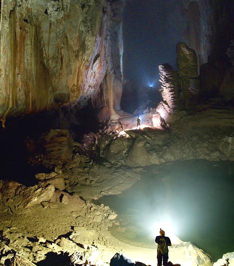 A legnagyobb barlangüreg  A vietnámi Nha Ke Bang Nemzeti Parkban található a világ legnagyobb barlangürege, a 200 méter magas és 150 méter széles Son Doong, melyet az UNESCO is a Világörökség részévé nyilvánított.