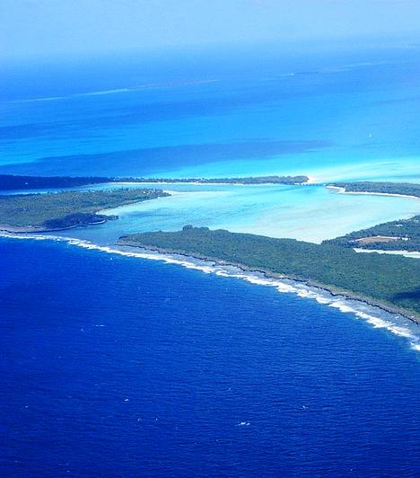 A legnagyobb lagúnaA világ legnagyobb lagúnája Új-Kaledóniában található, mely a francia fennhatóságú csendes-óceáni szigetcsoport, illetve immáron az UNESCO Világörökség része. Az egyedülálló növény- és élővilággal tarkított, 23 ezer négyzetkilométer területű lagúnát hatalmas, 1600 kilométer hosszú korallzátony övezi, mely több helyen a szárazföldtől csupán néhány kilométerre található.