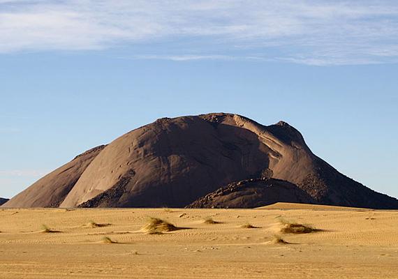 A Mauritánia titkának is gyakran nevezett Ben Amerát még nem fedezték fel maguknak a turisták, pedig egyes források szerint az Uluru után a világ második legnagyobb monolitja.