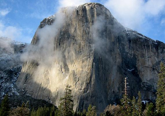 Az El Capitan az amerikai Yosemite Nemzeti Park egyik legfőbb látványossága. 910 méterrel magasodik az alatta elterülő Yosemite-völgy fölé.