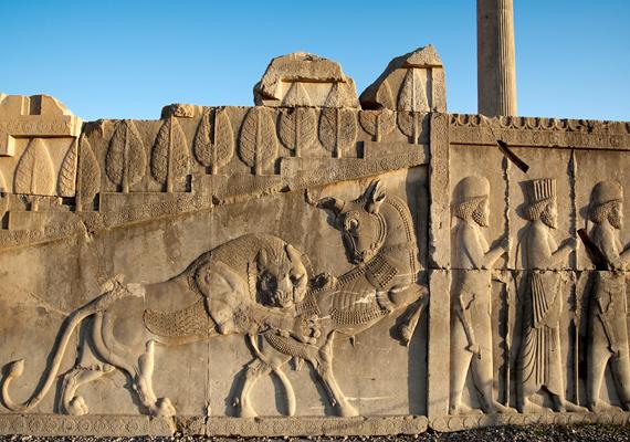 Az első helyet, vagyis a világ legnépszerűtlenebb országa címet a megkérdezettek szerint Irán érdemelte ki. A képen az ősi város, Perszepolisz részlete látható.
