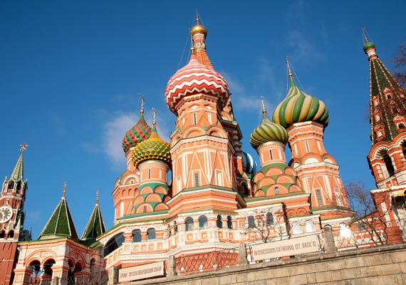 Oroszország megítélése sem lett túlságosan pozitív. A képen a moszkvai Szent Bazil-székesegyház tornyai láthatók.