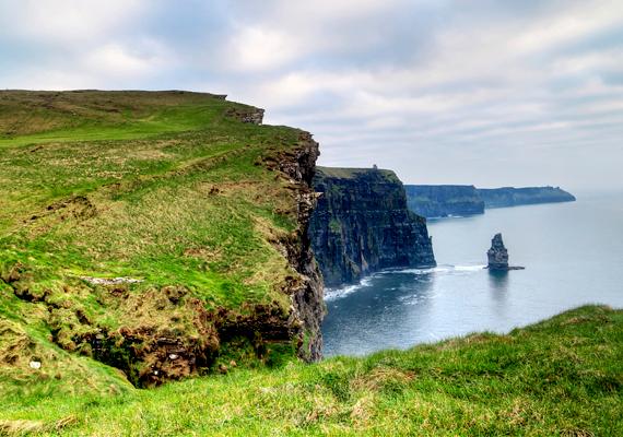 Írország egyik legnépszerűbb, ugyanakkor legszebb természeti csodáját a Moher-sziklák jelentik, vannak azonban, akik nem tartják tiszteletben érintetlen mivoltát.