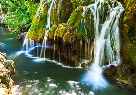 A Bigéri-vízesést a Föld legkülönlegesebb vízeséseként tartják számon. Szépségét még inkább emeli, hogy a sziklákon lévő mohaszőnyeg szinte beleolvad a vízsugarakba.