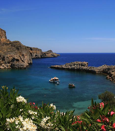 RodoszA Dodekanészosz-szigetcsoport legnagyobb, egyben központi szigete elsősorban az ókor csodái között számon tartott, egykori kolosszusáról híres. Ha itt jársz, a partokon kívül érdemes meglátogatni a velencei kastélyt, valamint néhányat a számos bizánci templom közül.