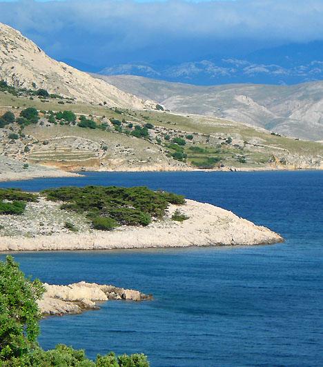 Stara BaskaA partszakasz Krk szigetének délnyugati részén fekszik, Punattól 10 kilométerre délre. A kavicsos part mellett csendes kis halászfalu fekszik, így ideális úti cél, ha az érintetlen természet szépségére, illetve egy kis békére és csendre vágysz.