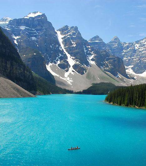 Banff Nemzeti Park, KanadaA több mint 6500 négyzetkilométeres nemzeti park létrehozása az amerikai Sziklás-hegység gazdagságát hivatott megőrizni, mind a természeti kincsek, mind az élővilág tekintetében. A park csodálatos tájai mellett gleccsertavairól, hévforrásairól és jégmezőiről híres.Kapcsolódó cikk:A világ 5 legszebb nemzeti parkja »