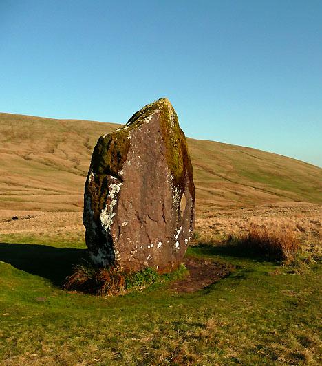 Brecon Beacons Nemzeti Park, WalesAz 1957-ben alapított park Dél-Walesben, Dyfed és Powys megyékben található. A hegyvonulatok által körülhatárolt erdők, lápok és szorosok többek között feneketlen tavaknak, sziklamedencéknek, barlangoknak és ősi, kultikus emlékeknek egyaránt otthont adnak.