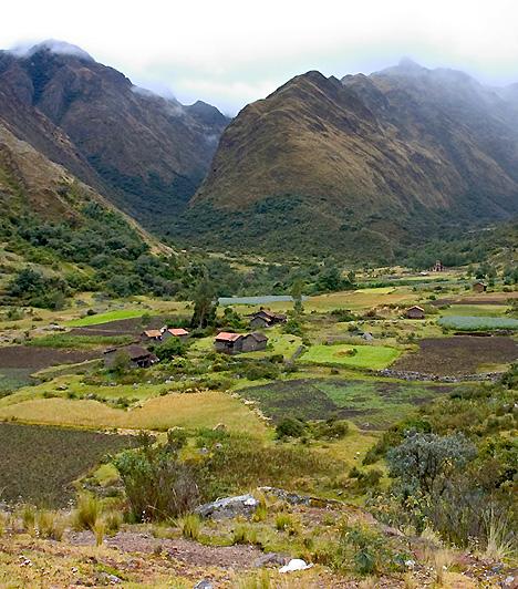 Huascarán Nemzeti Park, PeruA 160 kilométer hosszan elterülő nemzeti park az Andok hegységrendszerének, valamint az inkák birodalmának titkait tárja az utazó elé. A terület többek között arról is híres, hogy 27 olyan csúcsnak ad otthont, mely hatezer méternél is magasabb.
