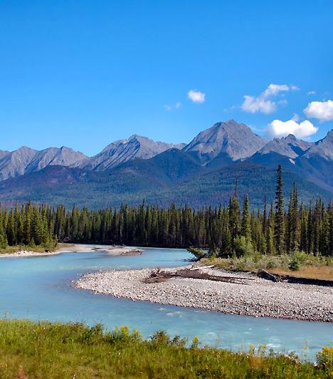 Kootenay Nemzeti Park, KanadaA Sziklás-hegység nyugati oldalán létrehozott nemzeti park 1390 négyzetméternyi területet foglal magában, emellett számos hegycsúcsot, vízesést, kanyont és völgyet. Híres természeti képződményei közé tartozik a Radium Hot Springs hévforrás és a magas márványfalak között húzódó Márványkanyon is.
