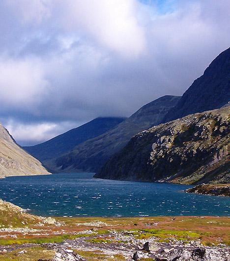 Rondane Nemzeti Park, NorvégiaA Norvégia első nemzeti parkjának számító 572 négyzetkilométernyi hegyvidéki terület számos kanyonnak, gleccserképződménynek és morénatónak ad otthont. A vidék gazdag állatvilágáról is híres, többek között jávorszarvascsordák tucatjai élnek a környéken.