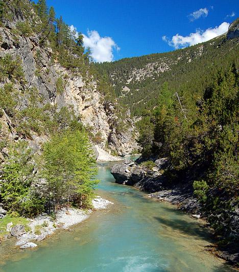 Svájci Nemzeti Park, SvájcA zöldellő völgyeiről, sebes folyóiról, hegycsúcsairól, vagyis alpesi tájairól híres nemzeti parkot 1914-ben alapították. A terület nagyobb részét fenyvesek borítják, de tarka vadvirágokkal borított legelőkből és alpesi rétekből is akad bőven.Kapcsolódó cikk:4 hely, amit életedben egyszer látnod kell »